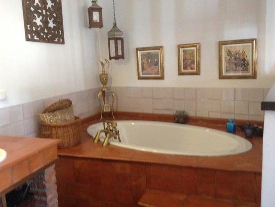 Solar Montes Claros : La baignoire (complétée par une douche sur le côté)