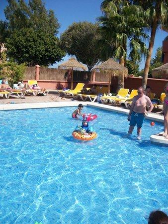 Fuengirola Beach Aparthotel: Childrens pool