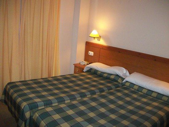 Fuengirola Beach Aparthotel: Main bedroom