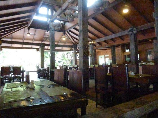Sunrise Tropical Resort: The restaurant