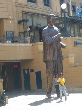 Nelson Mandela Square: Mandela Square