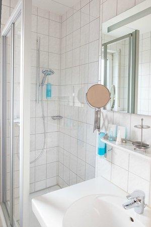 Hotel U-NO 1: Kategorie Standard und Superior mit Glasduschkabine