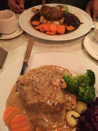 Piccolos Italian restaurant: Agnello al forno and the filleto Diane.