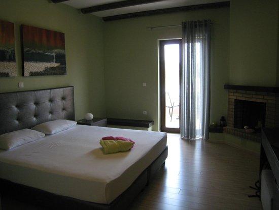 Hotel Perivoli: Chambre moderne