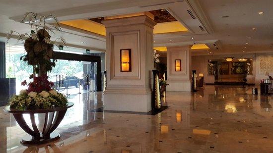 Shangri-La Hotel Jakarta: Lobby