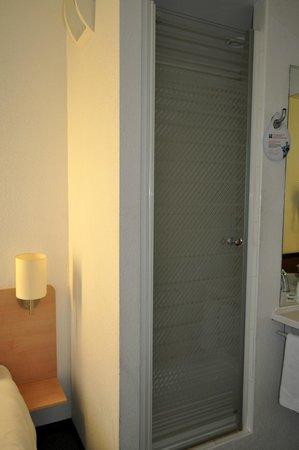 Ibis Budget Katowice Centrum: Widok na kabinę prysznicową