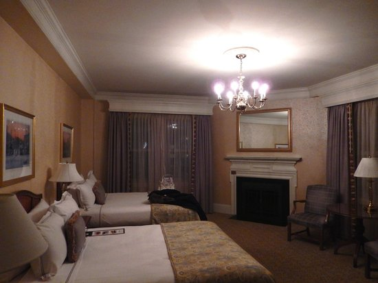 Lenox Hotel: Inside our first room. It was huge!!
