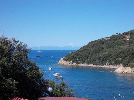 Camping Enfola: вид на один из двух пляжей отеля