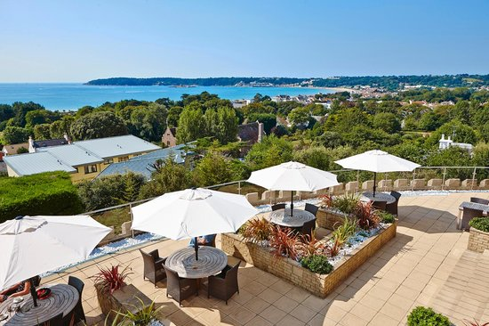 Hotel Cristina: Views from the Terrace overlooking St Aubins Bay