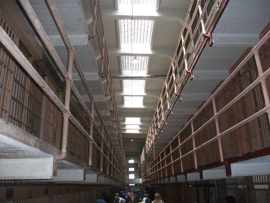 Alcatraz: Room service ?