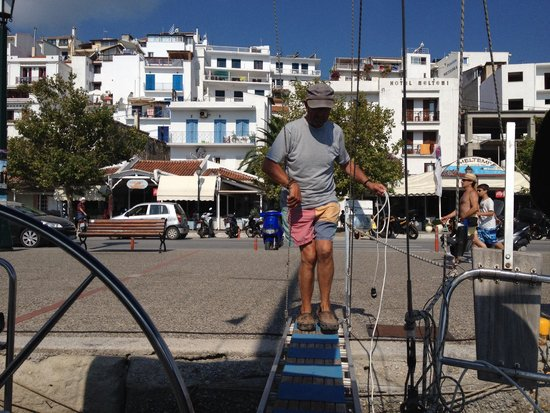 Byzantium Apartments: Our skipper Peter on our day sailing