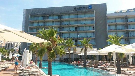 Radisson Blu Resort Split : Hotel from pool area