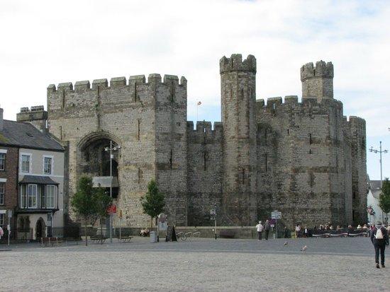 Caernarfon Castle : External View
