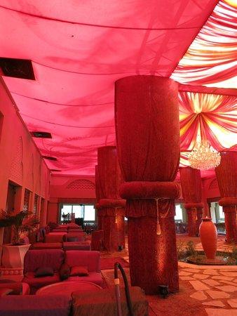 The Palace at One&Only Royal Mirage Dubai: ESPACE  SHISHA ARABIAN COURTYARD
