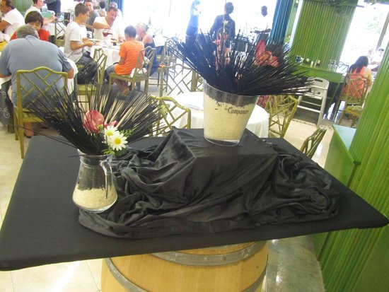 Tropic Park: Decorazione creata con spaghetti neri e riso