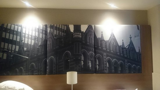 Mercure Grosvenor Hotel : Above our bed