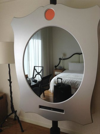 Mondrian Los Angeles Hotel: Camera TV