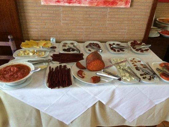 Hotel Entre Pinos: Angolo salumi e formaggi