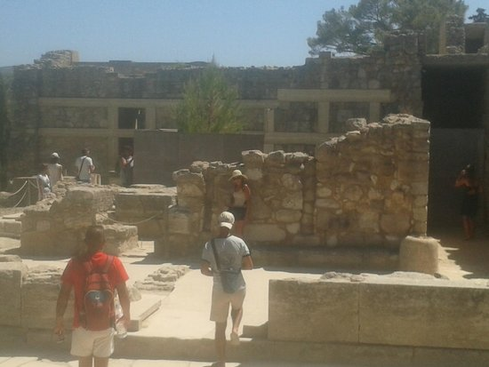 The Palace of Knossos: resti