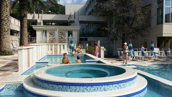 Hotel Mediteran : Pool