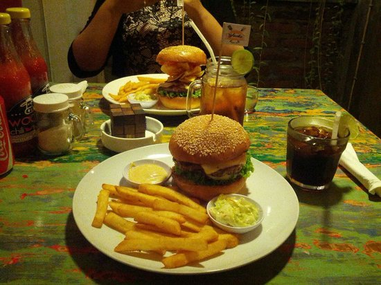 Wacko Burger Cafe: I Ordered a classic wacko. The patty's not that special