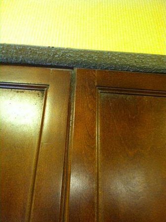 Residence Inn Nashville Airport: Mold on the cabinets, walls, & ceilings