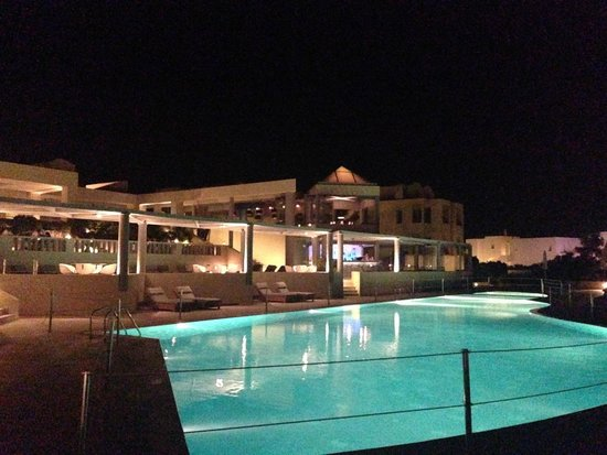 The Majestic Hotel: Pool at night - closes at 8pm :(