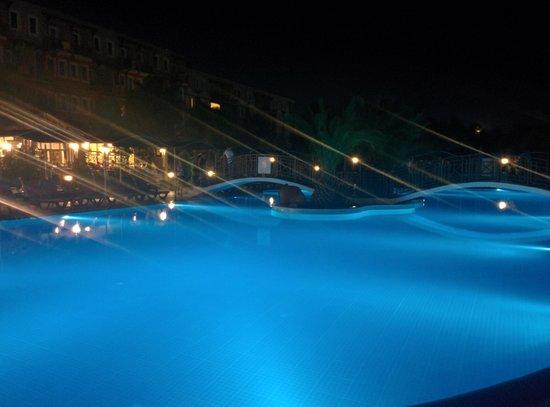 Paradise Friends Yali Hotel & Resort: La piscina principale