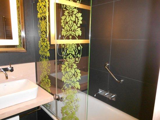 Double Tree Hilton  Hotel Girona : bagno