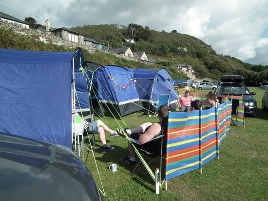 Hendre Mynach Caravan Park : Relaxing in the sun