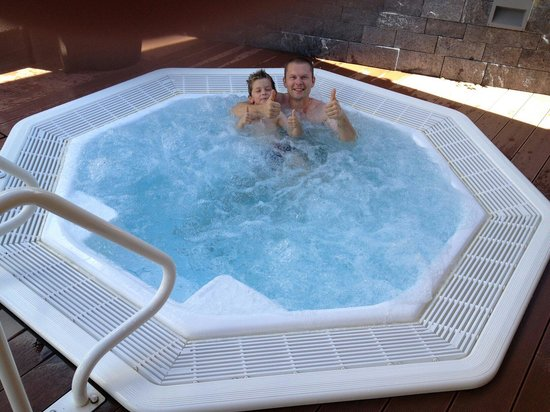 Alpinresort Sport & Spa : In jacuzzi withy 6.5 year old kid