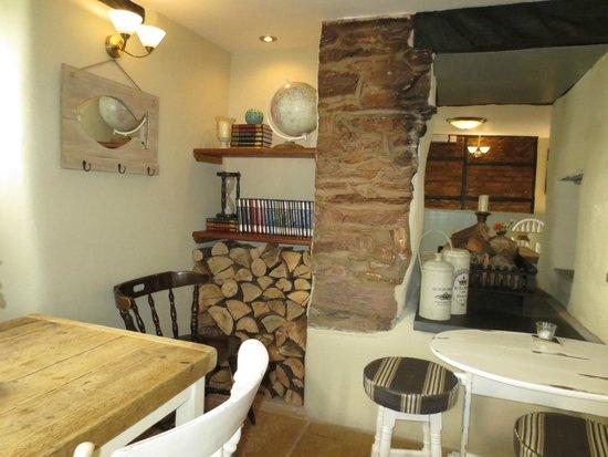 Halfway House Inn: Bar/restaurant