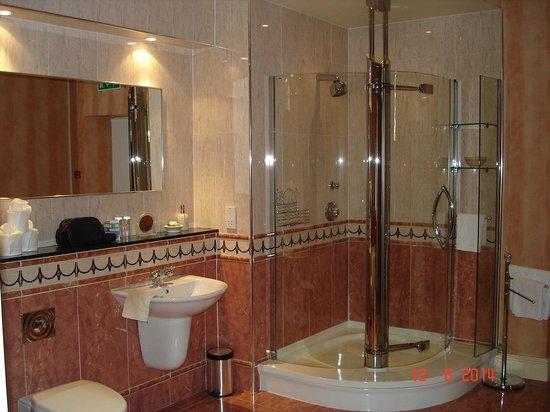 The Priory Hotel & Restaurant: Huge en-suite
