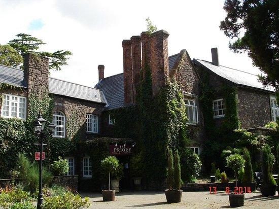 The Priory Hotel & Restaurant: Impressive entrance