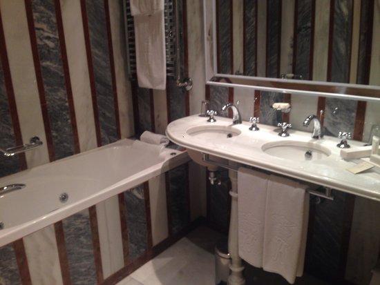 Las Casas de la Judería: Bathroom
