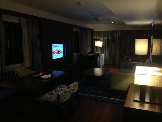 Outrigger Laguna Phuket Beach Resort: Living room