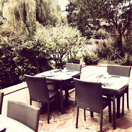 Petit d jeuner dans le jardin picture of hotel saint - Petit jardin hotel san juan saint paul ...
