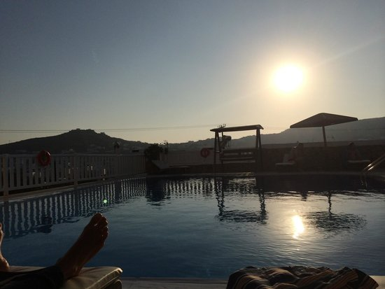 Mykonos Essence Hotel: Hotel pool at sunset