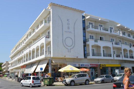 Kos Junior Suites: L'hotel visto dal lungomare
