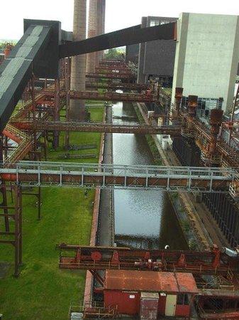 Zeche Zollverein Essen: Blick vom Gebäude der Mischanlage der Kokerei auf die Kokereibatterien