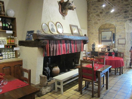 Grote wijnvaten als decoratie picture of restaurant de l auberge