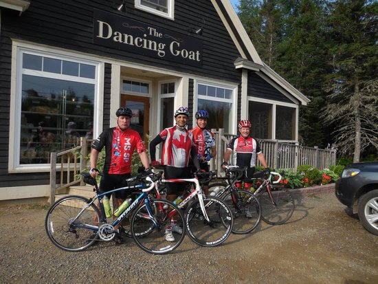 Dancing Goat Cafe & Bakery : Cabot Trail Cycle Day One Coffee stop