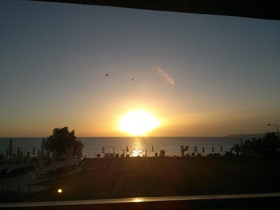 Kiani Beach Resort Family All Inclusive: Sunrise seen from the room