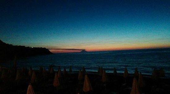 Baia Tropea Resort & Spa: tramonto e vista Stromboli