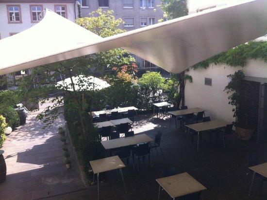 Der Teufelhof Basel: Une des terrasses de l'hôtel