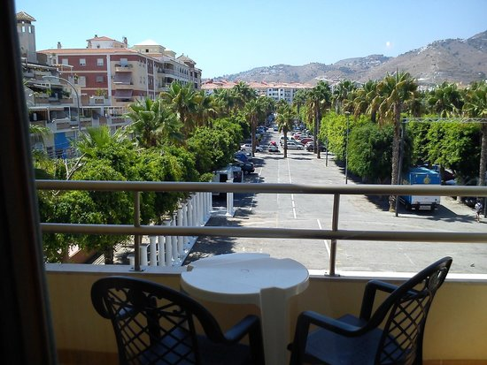 Hotel Toboso Almuñecar: Parque trasero. Si no hay mercadillo, aparcamiento.