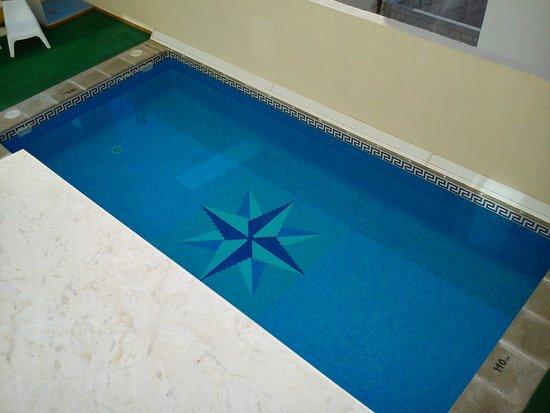 Hotel Toboso Almuñecar: Mini piscina (sin problemas de ocupación, nunca hay nadie)
