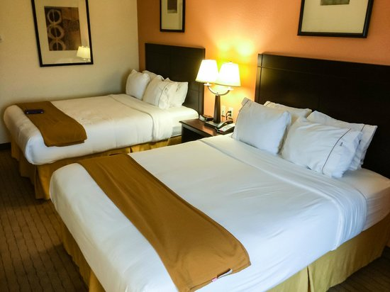 Holiday Inn Express Hotel & Suites Lafayette East: Two Comfortable Queen Beds