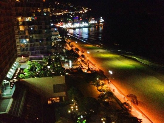 Paradise Hotel Busan : The beach at night
