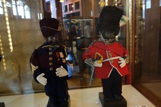 Museum of the City of Brussels (Musee de la Ville de Bruxelles) : pis costume